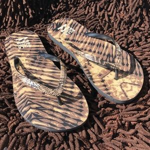 Brand New Billabong flip flops